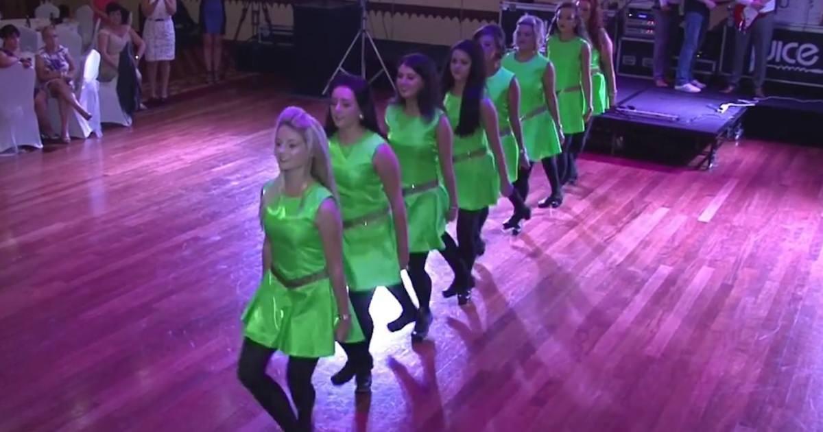 8 damas de honor bailan una danza irlandesa – mira ahora cuando ...