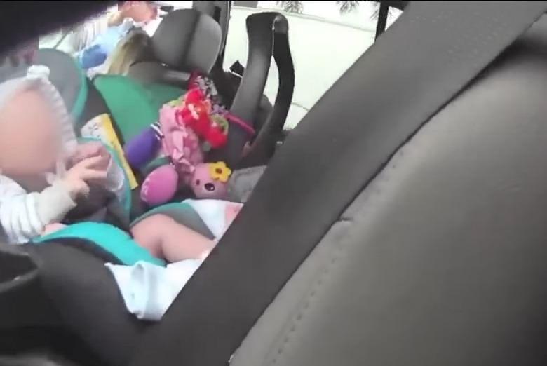 bebés en coche
