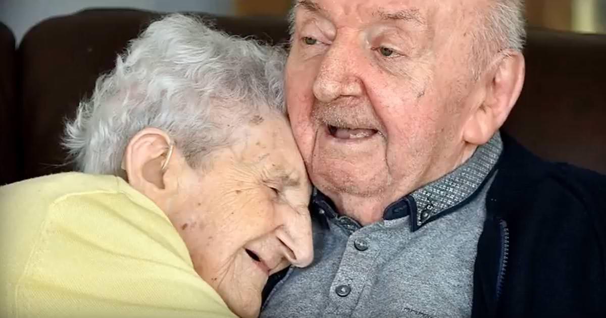 madre e hijo de 98 y 80 años