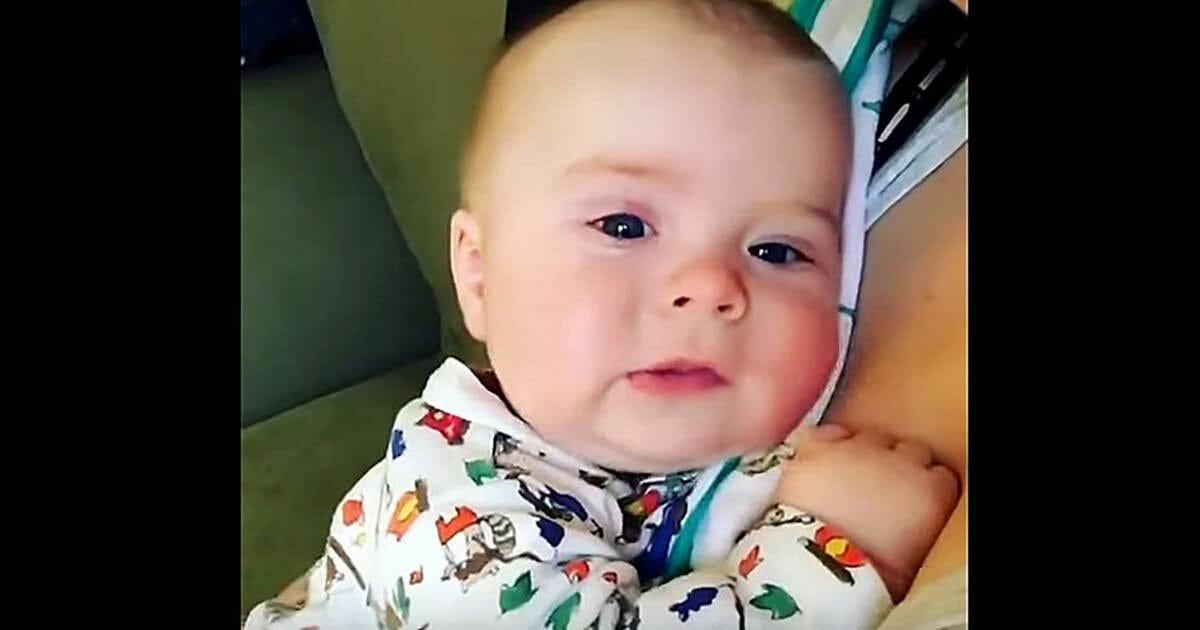 bebé estornuda