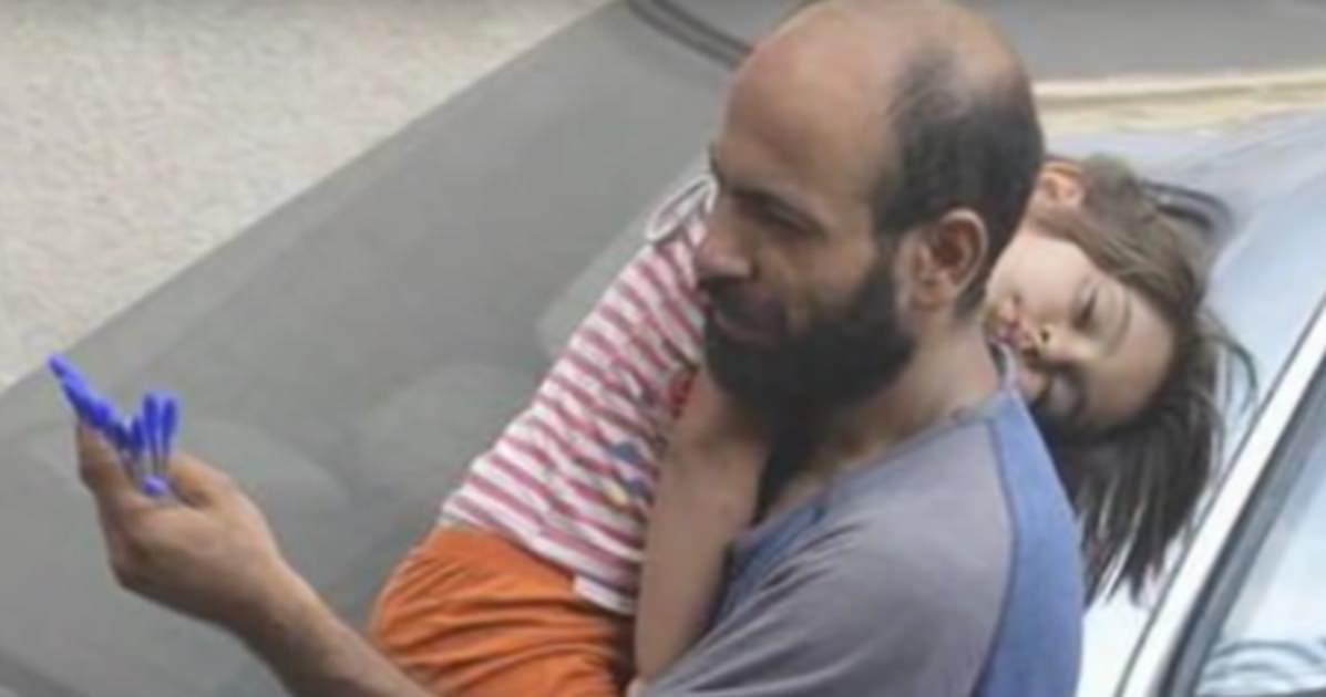 Resultado de imagen para Padre e hija están muertos de hambre – desconocido toma esta foto en secreto y revoluciona sus vidas