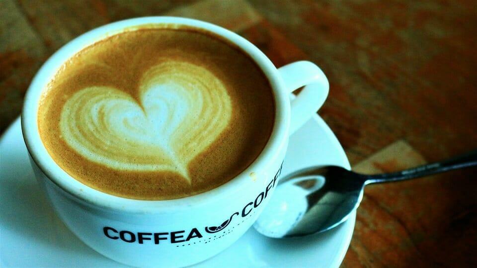 Kaffe med skumhjärta