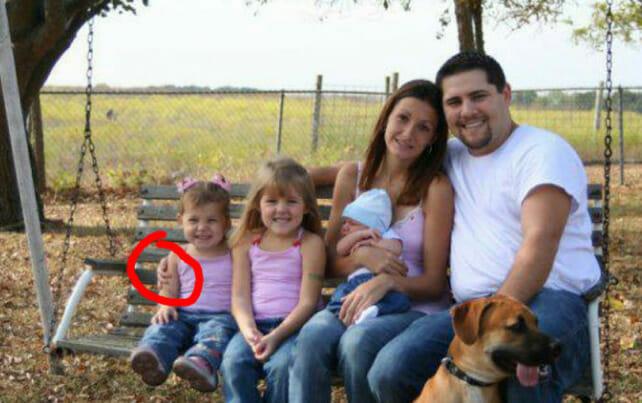 https://www.relayhero.com/creepy-reason-photo-family/?fbclid=IwAR03ua5DkbVnZA2Fk_jXquSmXKDV3DlhCW-9r6qfQotkg5yNdzIwARJzDoQ