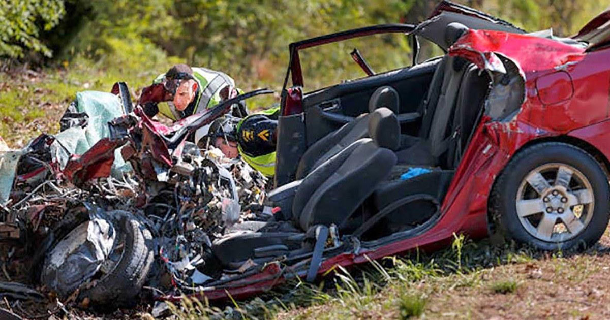Police find 32-year-old woman dead in car wreck – open her ...