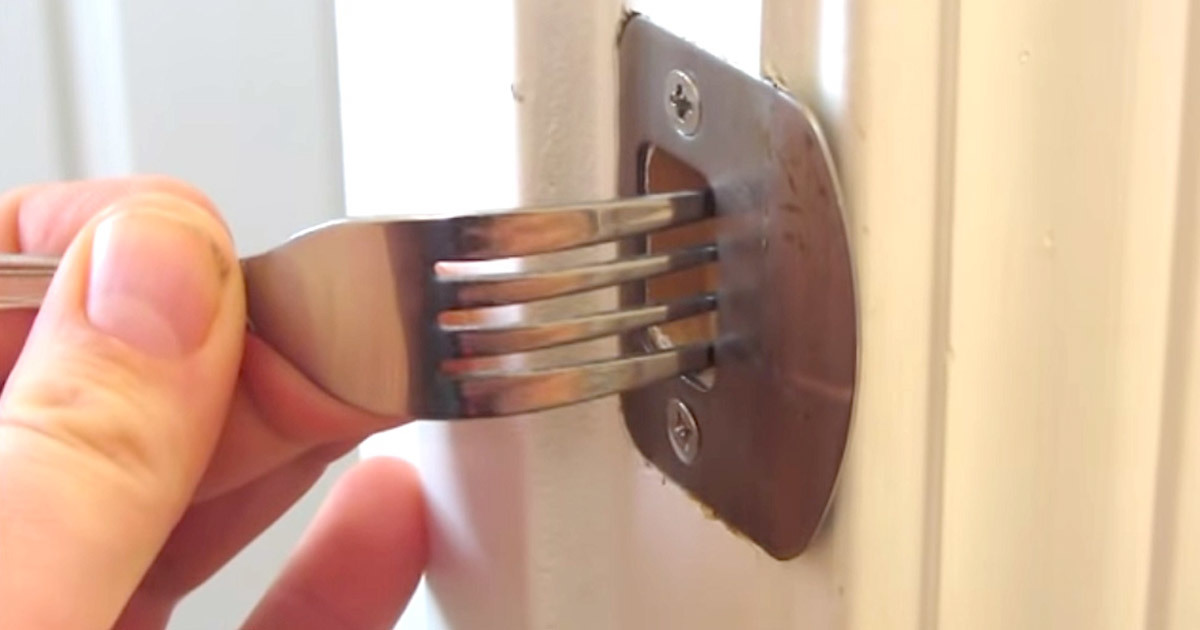He Sticks A Fork In His Door Frame And Reveals A Hack That Can Save ...