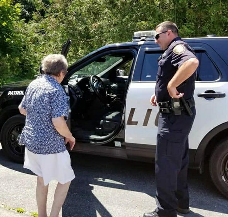 Tetangga, teman dan semua orang yang tinggal di wilayahnya langsung merasa terkejut karena tak tahu apa alasan nenek baik ini harus berurusan dengan polisi.