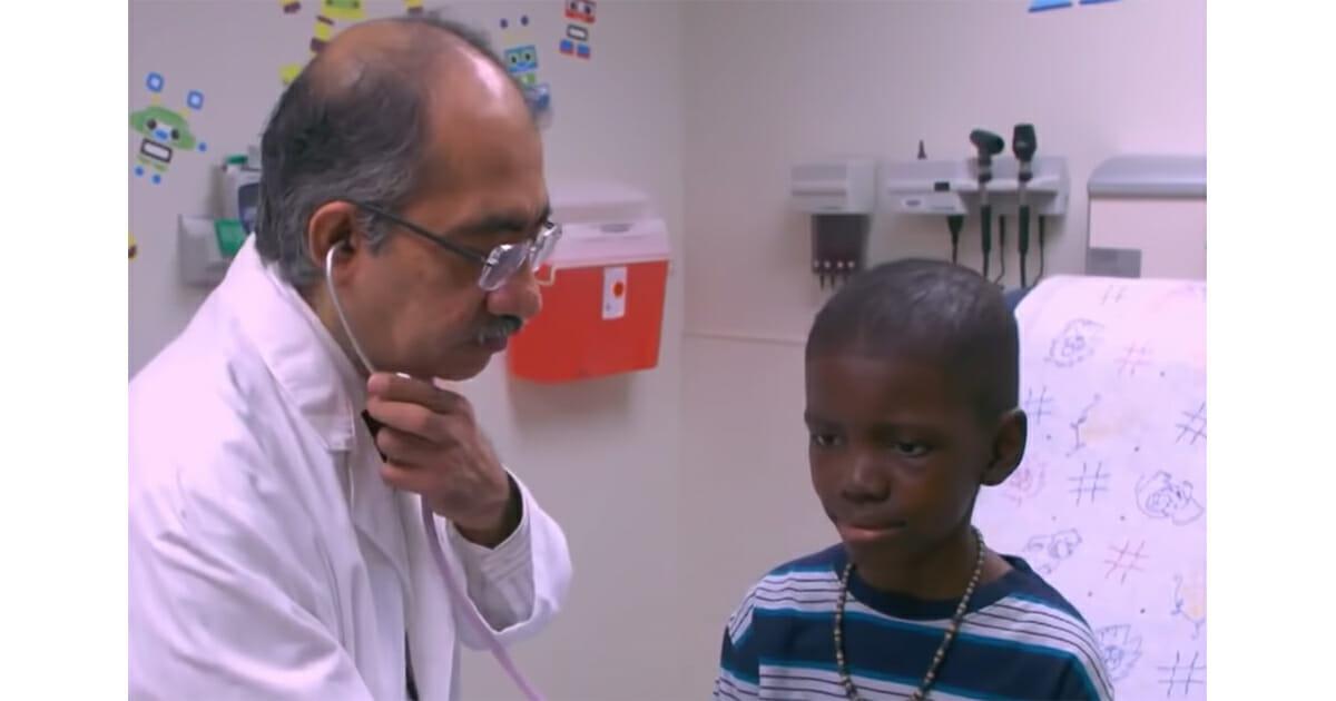 قصص ملهمة .. طفل هزم سرطان الدماغ في مرحلته الرابعة