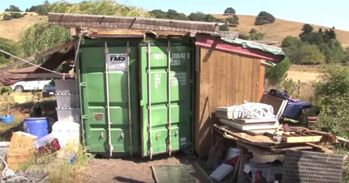 Mamman bor med dottern i container en tjuvkik p insidan for Container en francais