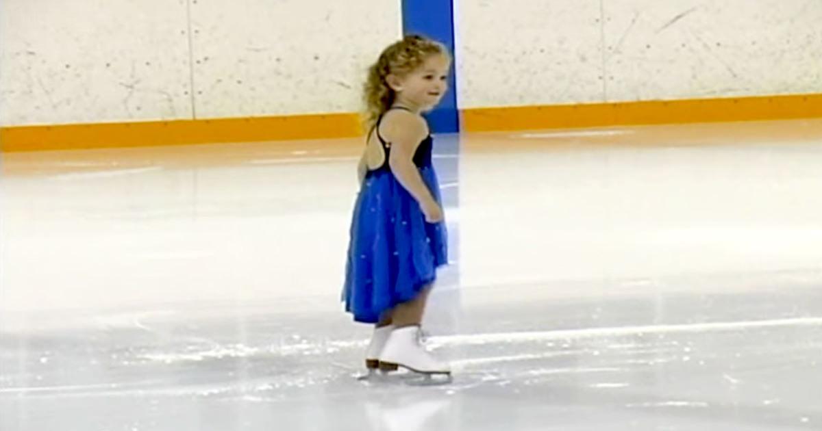 1b4cf36b09bf 3-åriga lilla flickan hänför publiken med sin stabila konståkning