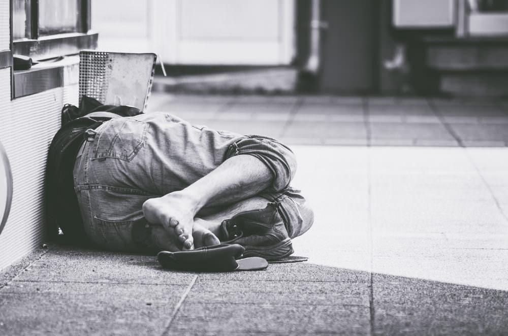 Man sover på gatan