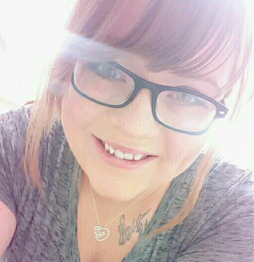 21-åriga mamman hittas död i branden: Då ser brandmännen något röra sig nedanför fönstret