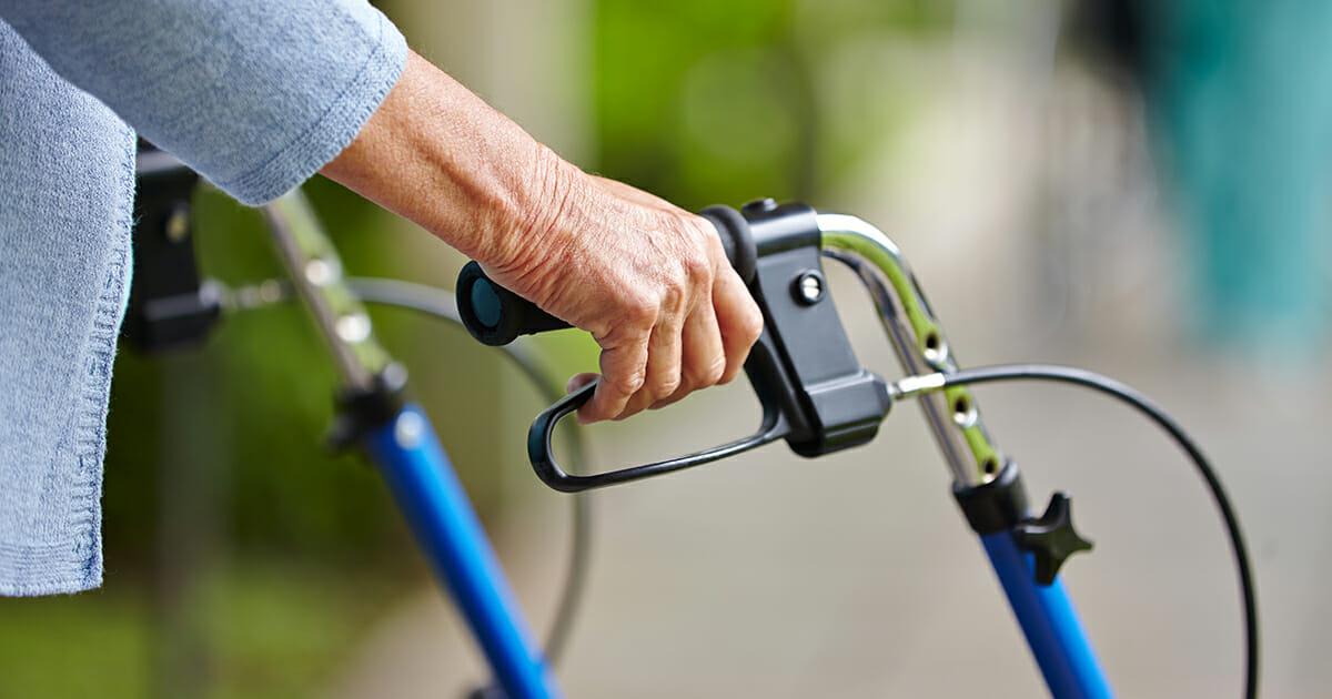 """95-årig dam rånades utanför äldreboendet: """"Är mycket skärrad"""""""
