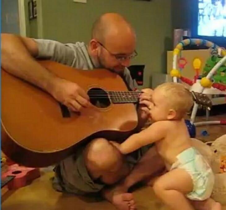 Pappan spelar Bon Jovis klassiker för sin dotter – tror inte sina ögon när hon gör detta