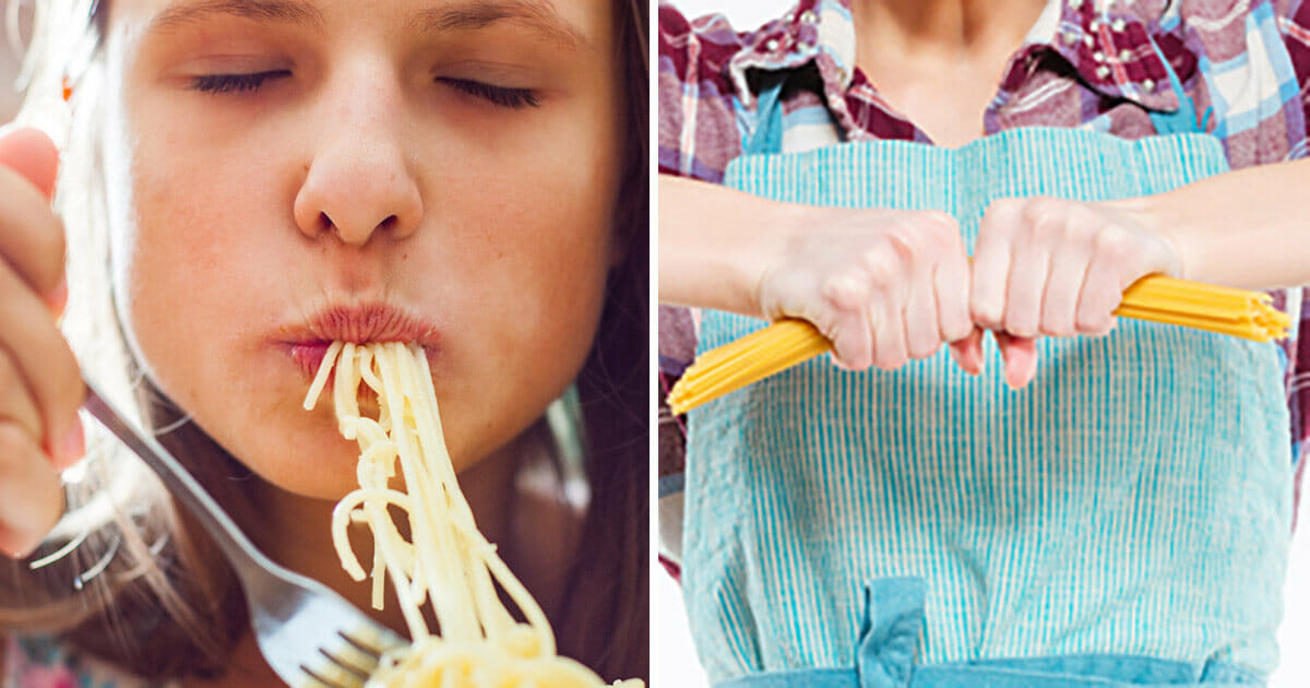 Kvinna bryter spaghetti
