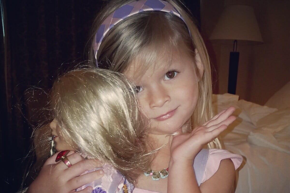 5-åringen får feber och börjar kräkas efter barnkalaset: På dödsbädden tvingas mamma inse det hjärtskärande