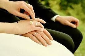 Händer, ringar, bröllop
