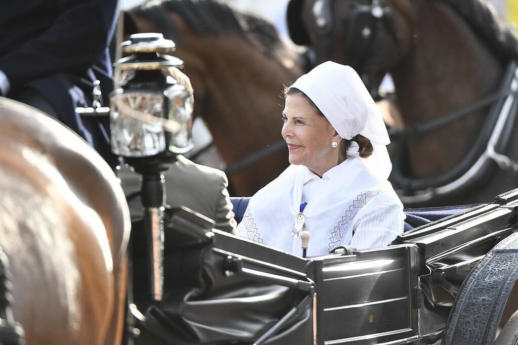 Drottningen anländer till Victoriadagen på Borgholms IP i somras. Foto: Erik Simander/TT