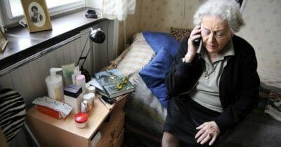 Äldre dam i karantän