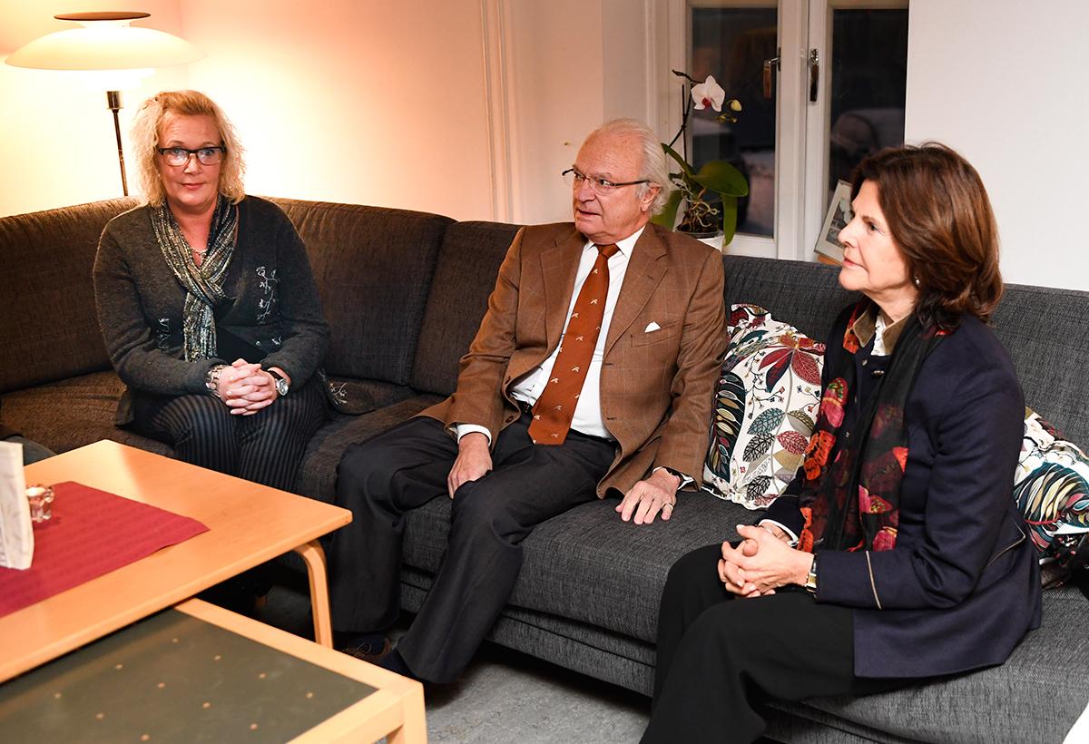ESKILSTUNA 20161108 kung Carl XVI Gustaf och drottning Silvia besökte Stadsmissionens härbärge i Eskilstuna 8 november, 2016. Foto: Pontus Lundahl / TT