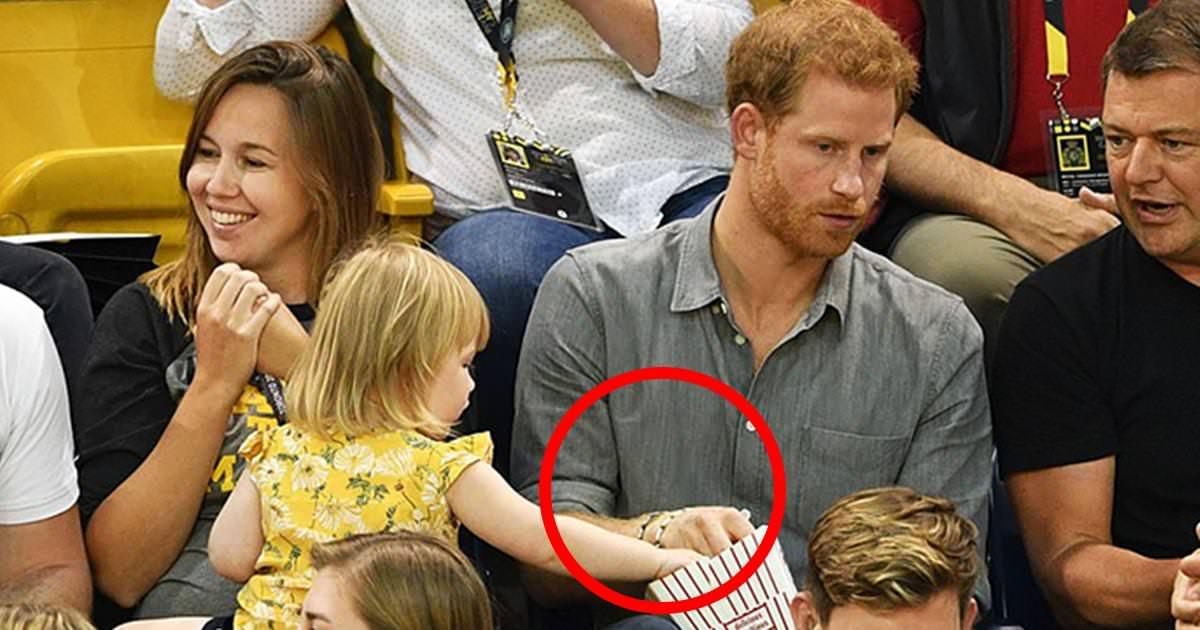 Książę Harry i małe dziecko