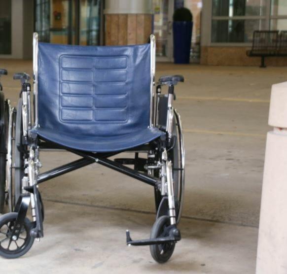 Na zdjęciu znajduje się wózek inwalidzki