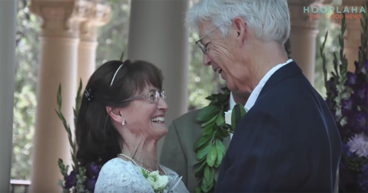 Zdjęcie przedstawia Janice i Prentissa podczas ich ślubu