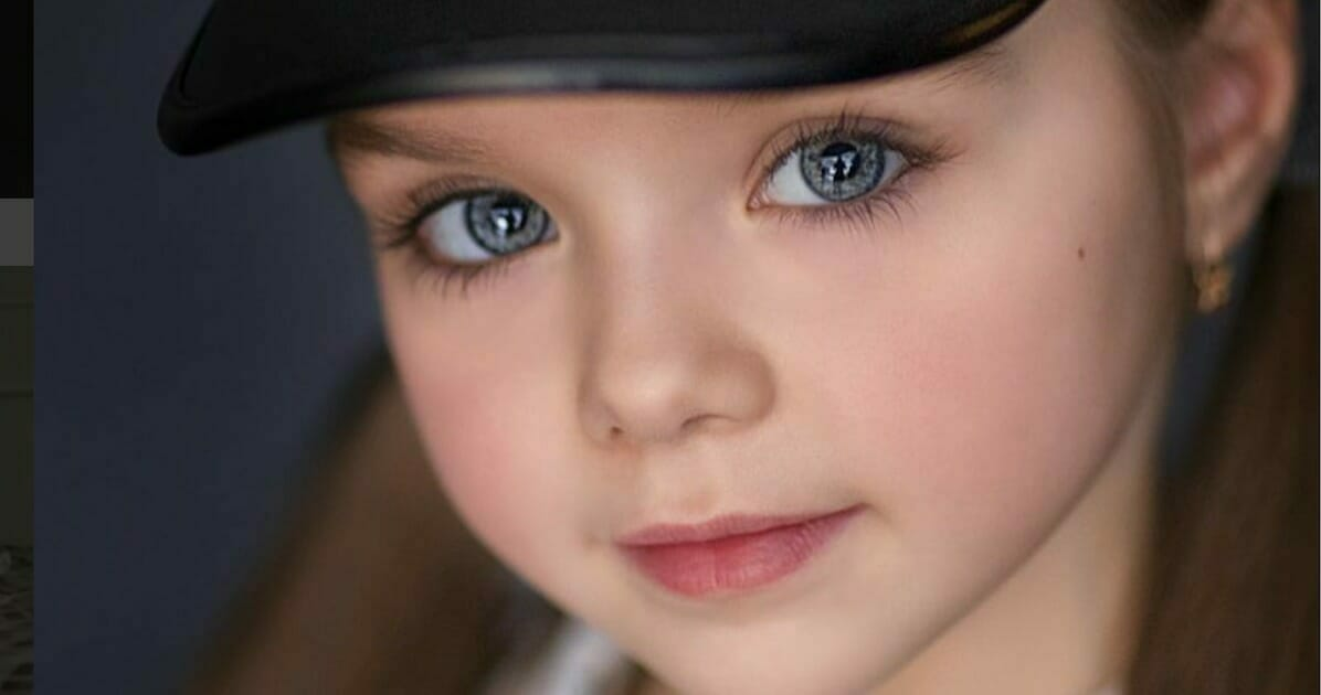 Nazywana jest najpiękniejszą dziewczynką na świecie - zbliżenie jej oczu wprawi w zachwyt każdego