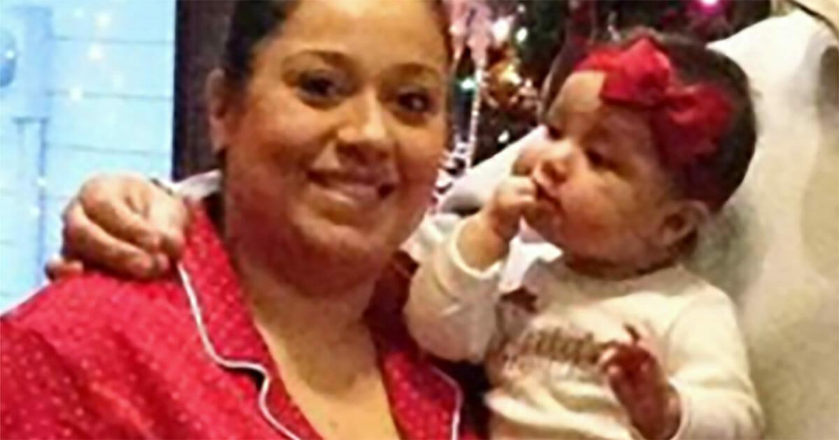 Na zdjęciu znajduje się otyła Betsy z córką