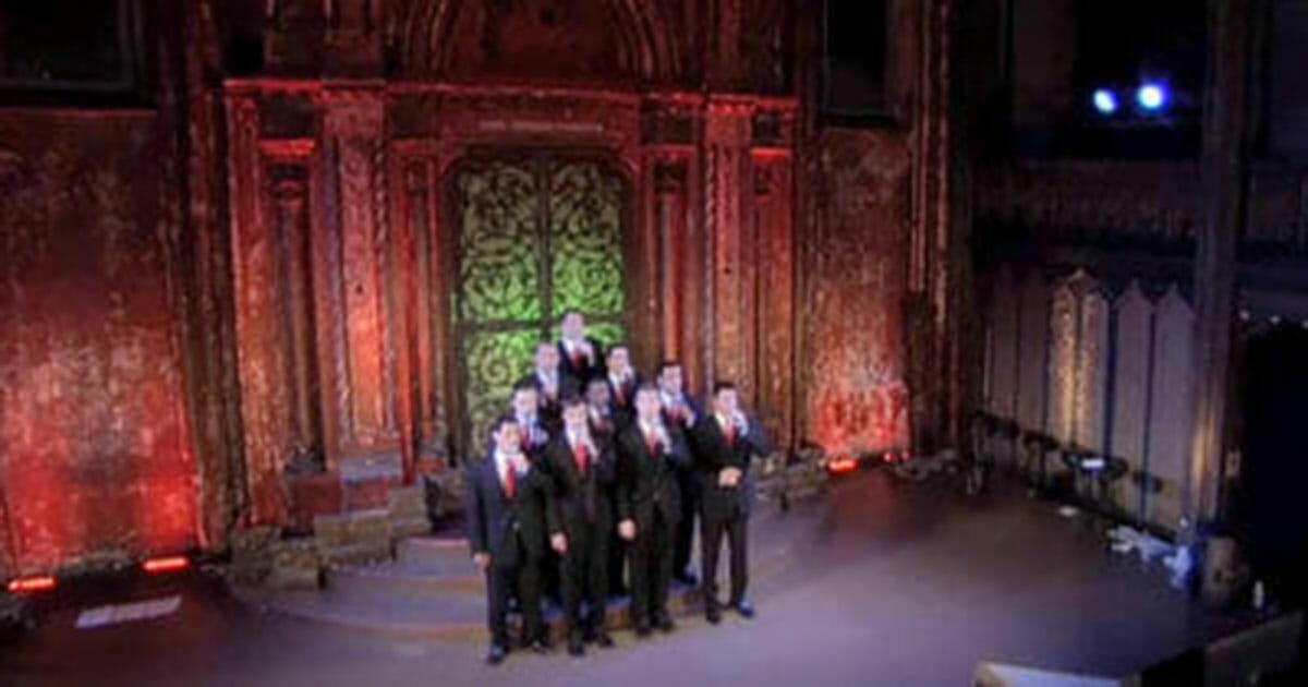 10. przystojnych mężczyzn śpiewa świąteczne klasyki