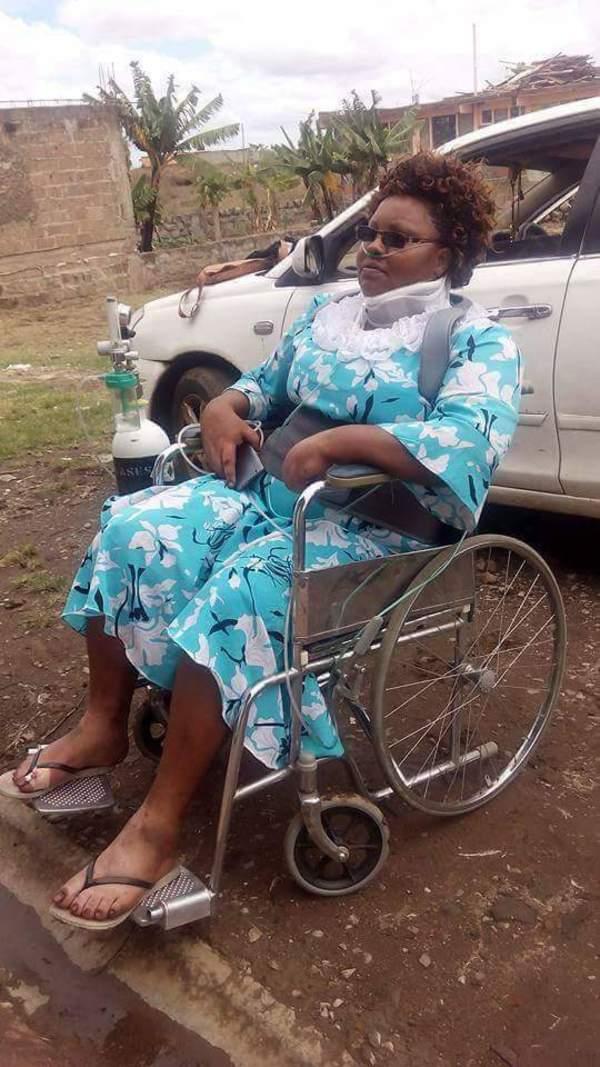Zdjęcie przedstawia Gladys na wózku inwalidzkim