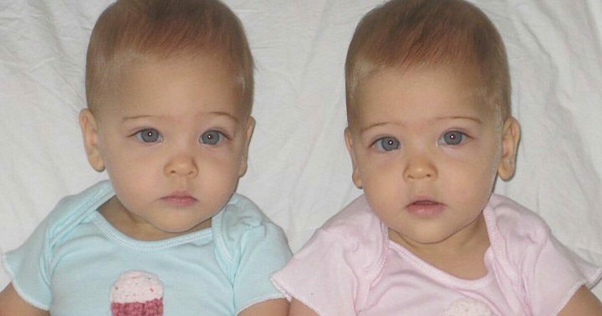 Te bliźniaczki jednojajowe urodziły się w 2010 roku