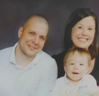 Na zdjęciu znajduje się małżeństwo ze swoim starszym synem