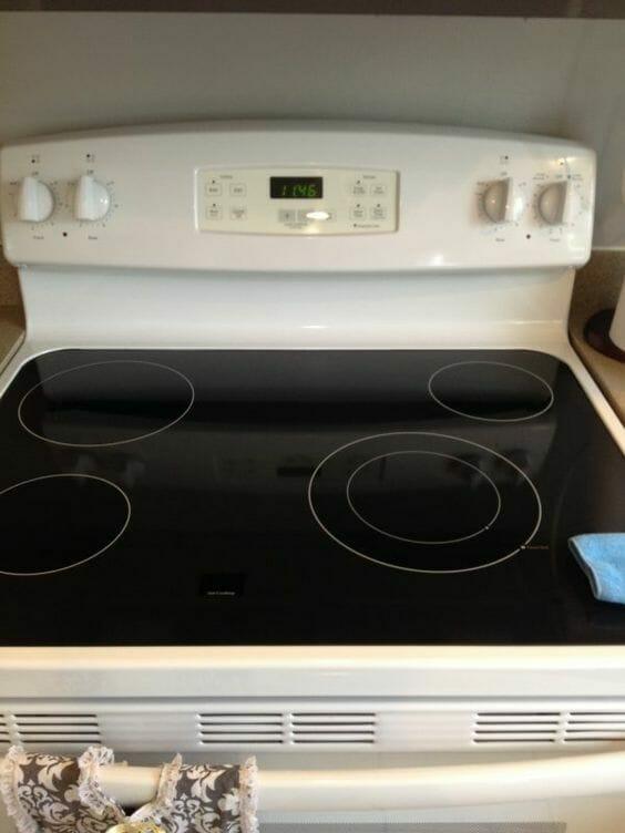Na zdjęciu znajduje się czysta kuchenka