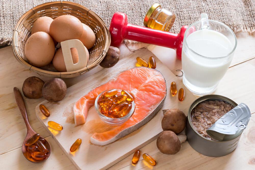 Na zdjęciu znajduje się zdrowy posiłek i suplementy diety
