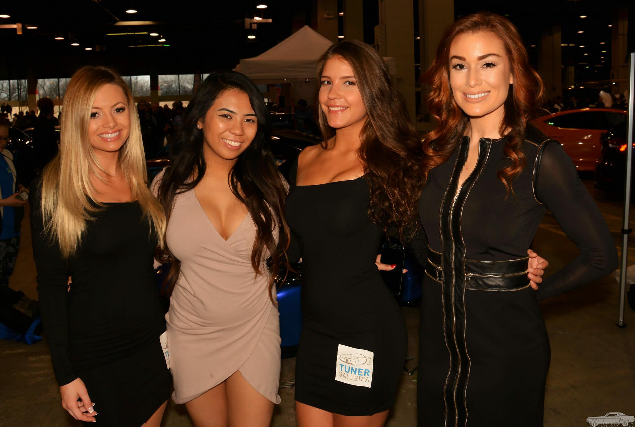 Cztery atrakcyjne kobiety