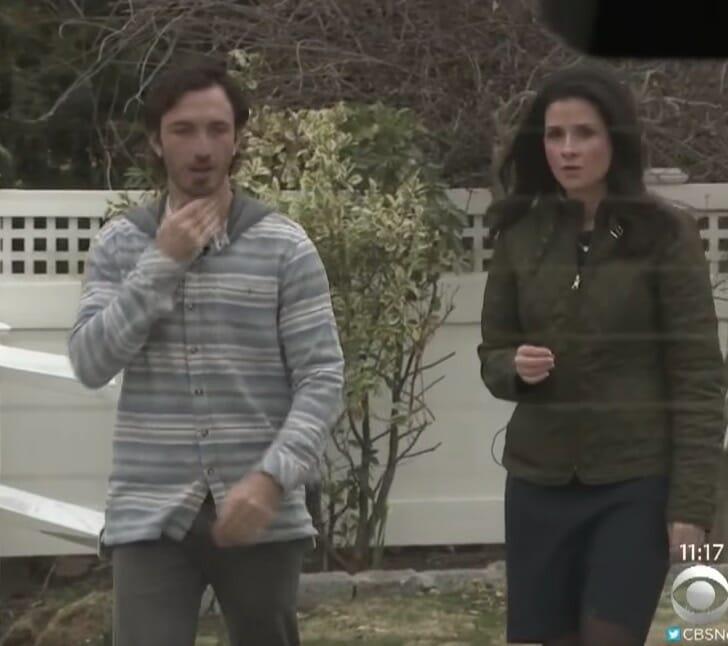 Kyle wraz z dziennikarką opisującą całą historię