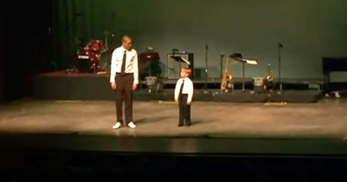 Luke i Justin podczas wspólnego występu na scenie