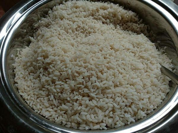 Ugotowany ryż w misce