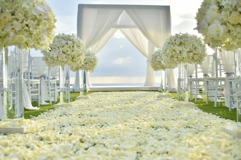 Usłana kwiatami droga do ołtarza