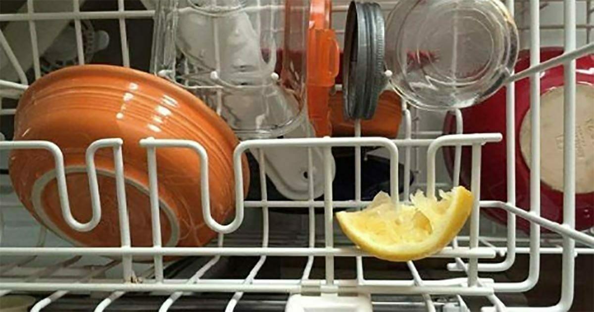 Zawsze dodawaj połówkę cytryny do zmywarki - powód jest bardziej genialny niż myślisz