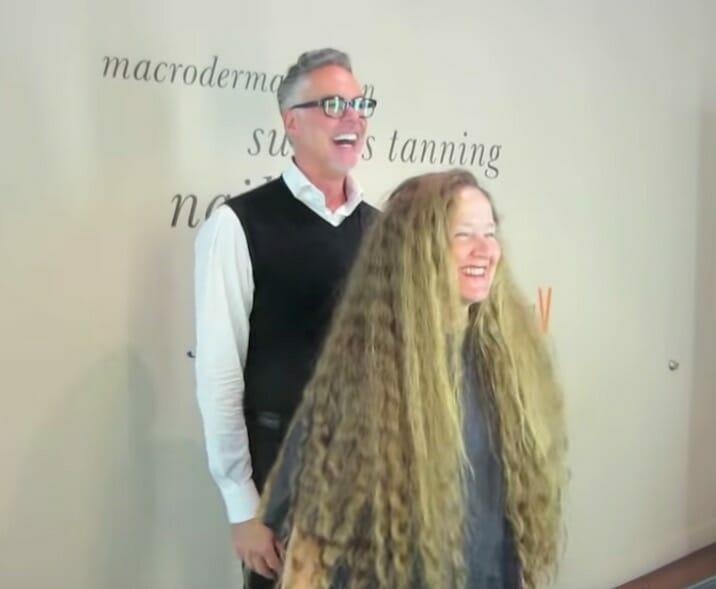 Transformacja rozpoczyna się od ścięcia 1 metra włosów