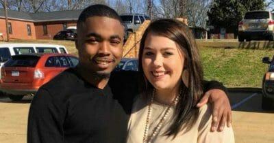 Szczęśliwa para - czarny chłopak i biała dziewczyna