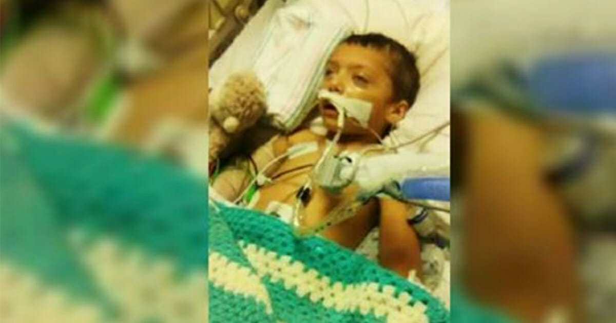 2-latek został dotkliwie pobity przez partnera matki i ląduje w ciężkim stanie w szpitalu