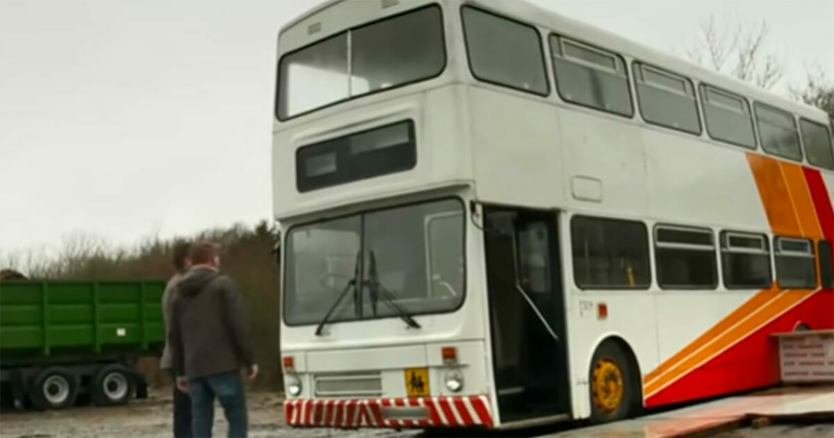 Samotny ojciec przerobił stary autobus w zachwycający dom wakacyjny za nieduże pieniądze