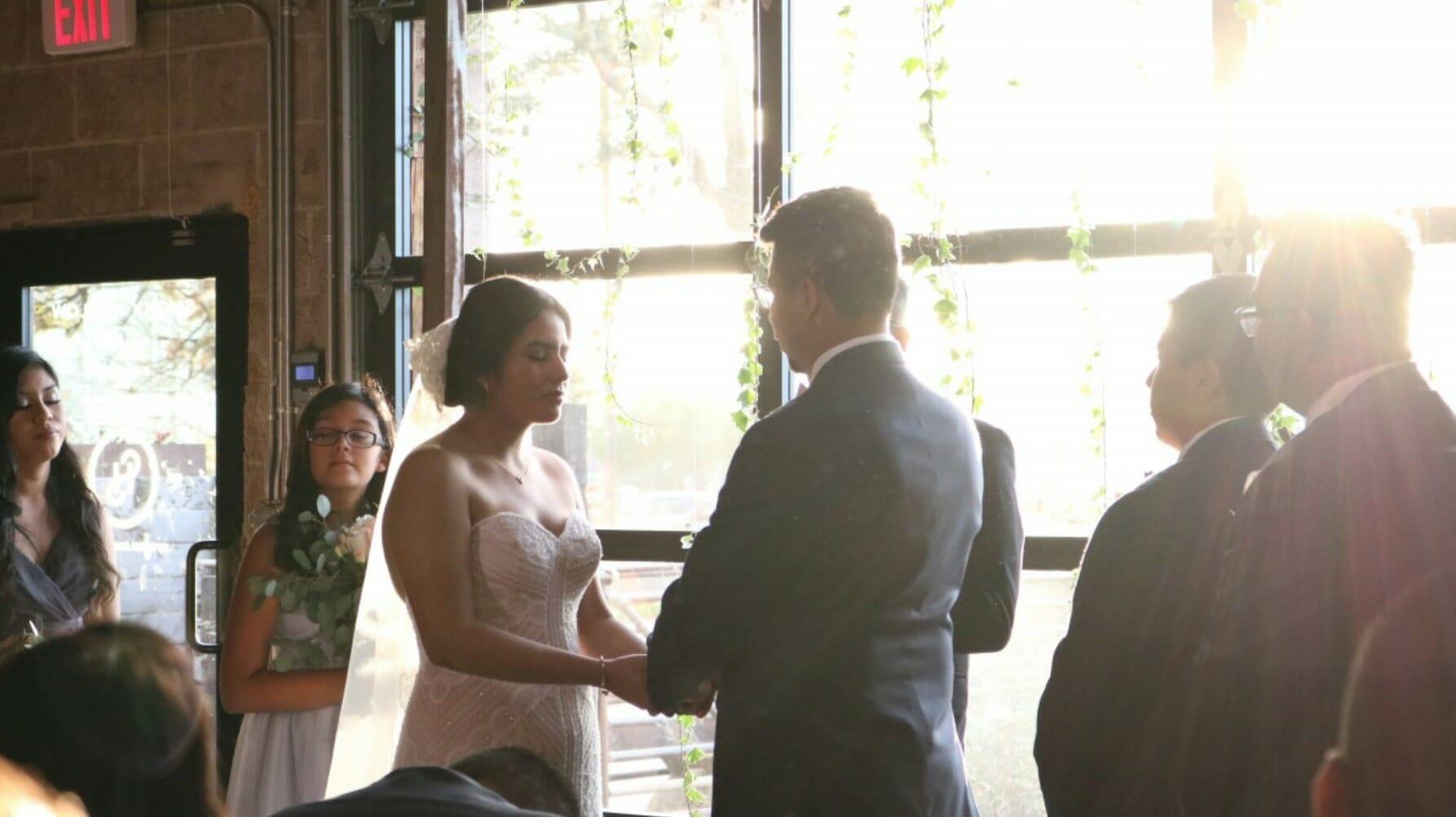 para bierze ślub
