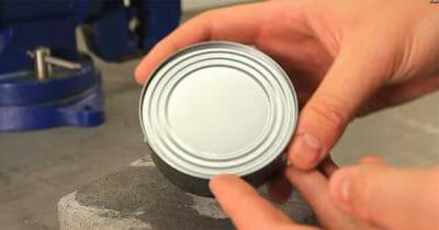 Zamknięta puszka z tuńczykiem