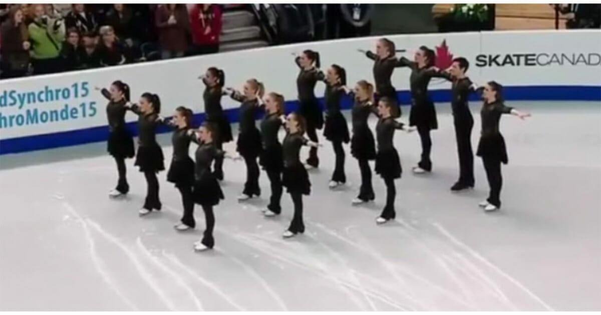 Grupa łyżwiarzy z Team Canada podczas swojego występu