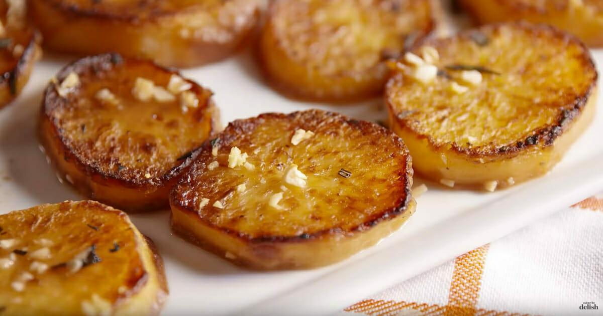 Ziemniaki z czosnkiem po upieczeniu