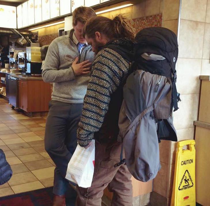 Bezdomny podróżnik i kierownik restauracji