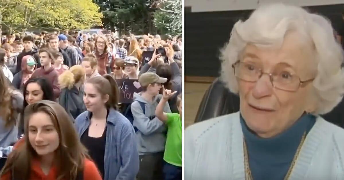 Grafika przedstawia dwa zdjęcia: po lewej uczniowie gimnazjum z pożegnalnymi transparentami, po prawej Tinney